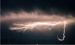Com período das chuvas, Energisa alerta para os cuidados com instalações elétric